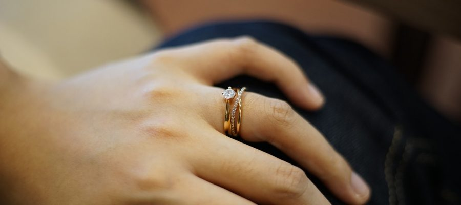 How To Take The Perfect Engagement Ring Selfie Photo