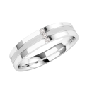 A striking ladies diamond set wedding ring in 9ct white gold