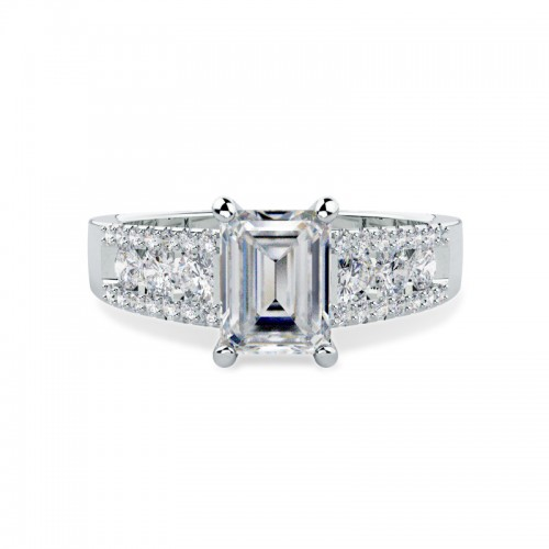 A breathtaking Emerald Cut diamond ring with shoulders in platinum
