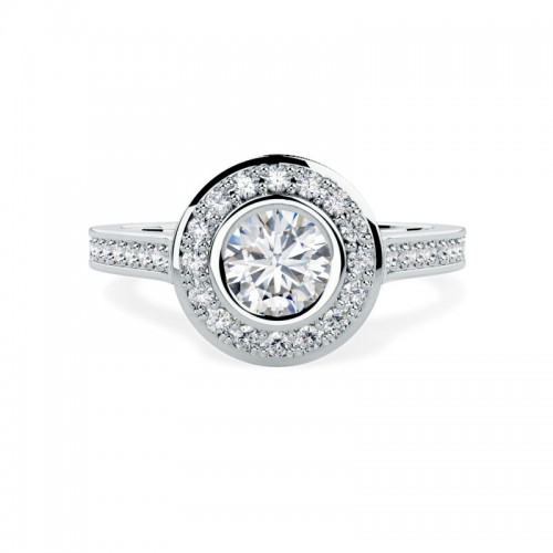 A stunning Round Brilliant Cut cluster diamond ring in platinum