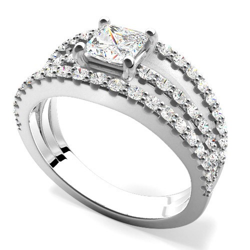 A stunning Princess Cut diamond ring with Round cut diamonds in platinum (In stock)