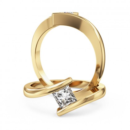 A delightful princess cut solitaire diamond ring in 18ct yellow gold