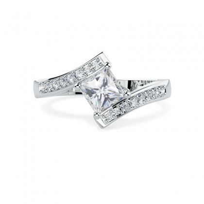 A stunning Princess Cut twist diamond ring with shoulder stones in 18ct white gold