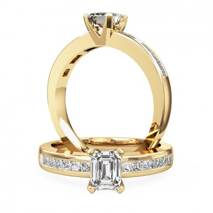 An elegant princess cut diamond ring with shoulder stones in 18ct yellow gold
